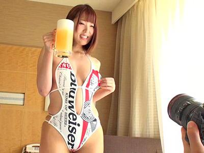 エロエロ衣装なバドガールが生ビールと生なかSEX
