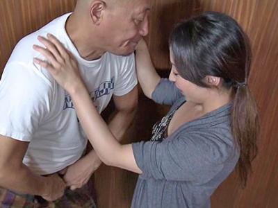 夫が相手をしてくれない人妻が高ぶりを解消する不倫SEX