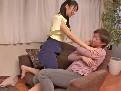 婚約者ができた兄に嫉妬して強引に誘惑する妹