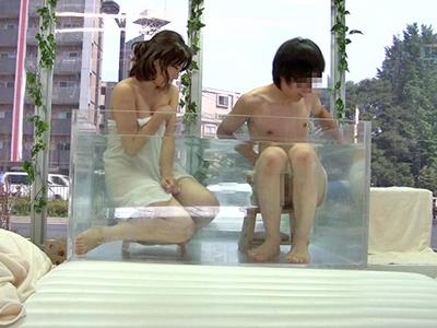 MM号混浴で友情が深まった素人男女が性欲丸出しFUCK