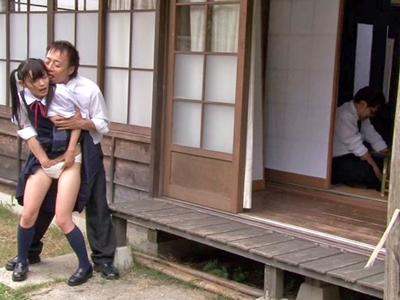 お葬式で再会したJK姪っ子の制服を汚す叔父さん