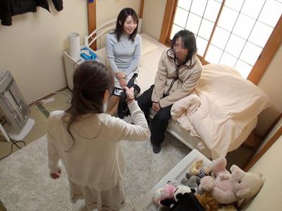 女の子ちゃんポルノビデオ監督が地元のリアル友達を生息子にあてがい撮像