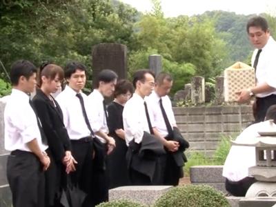 葬式中に抜け出して久しぶりに再会した従姉妹と近親パコ
