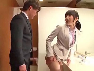 トイレで同僚を誘惑してハメたがる痴女OL
