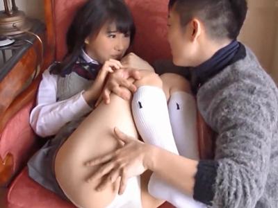 制服姿で着衣セックスしちゃう見た目清純ロリJKw