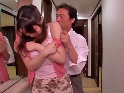 夫の同僚たちに狙われて輪姦されてしまう巨乳妻