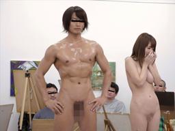 ヌードモデルに選ばれた男女がデッサンのために合体