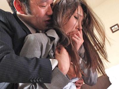 リストラされた夫のせいで社長に抱かれる人妻