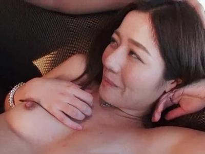 欲求不満妻が男優といろんな体位で久しぶりのセックスを楽しむ不倫ファック