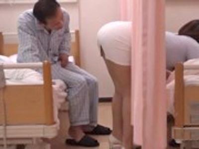 「凄い…中にドクドクいってる…」おケツを突き出してくる隣患者の彼女に中出し