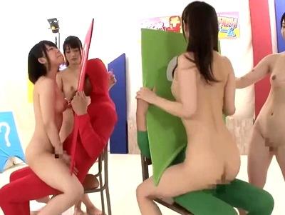 「挿入チンポイス取りゲーム」100万円をかけて素人娘4人が人間椅子に騎乗位ダイブ!