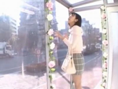 「外からは見えないんだぁ」天真爛漫な美少女が突然のチンコ登場に困惑しながらもイキナリ挿入!