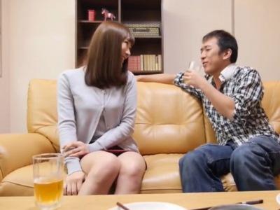 「ちょっと酔ってるし…♥」ほろ酔い気分な友達の妻に素股をお願いして中出しNTR成功