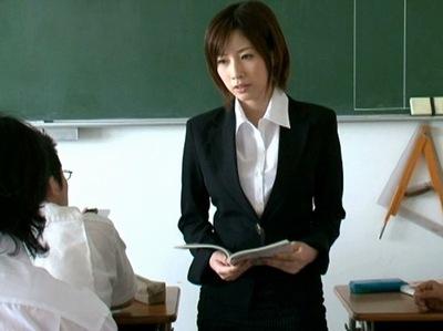 巨乳は教師に向いてない!?生徒から辱めを受けて肉奴隷と化した女教師