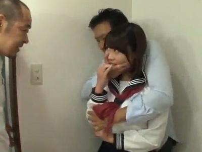 「ぇ!?お父さん何!?」愛娘を売った父親!近所の親父たちに好き放題される巨乳JK