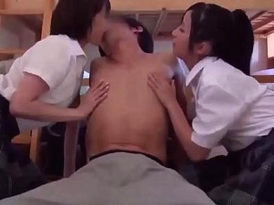 「ねぇ早く♡すぐ終わるから」痴女JK2人に逆レイプされて暴発3P!