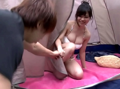 「いいから!覗いてたでしょ?」着替えを覗いていた痴女お姉さんに誘われるがままテント内で顔射パコ!