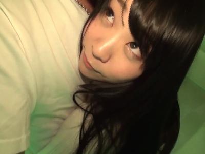 「恥ずかしぃ~♡」とアニメ声で照れながらもチンチン刺激しくる美少女!個人撮影激しくイキ乱れw