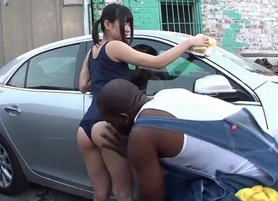 「大き過ぎるぅー♡」ミニマムスク水美少女が毛むくじゃらなガチク黒人チンポで青姦絶頂