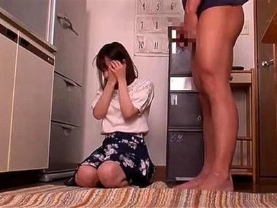 「ちょっと…しまって下さい」隣に住む傲慢ママの弱みを握って喉奥イラマ強要!
