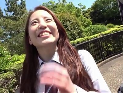 「中に出して…お願い♡」最強レンタル彼女降臨!元気印の笑顔を振りまく美少女に制服着させて中出しハメ撮り