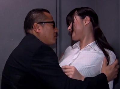 「部長…誰か来ちゃいますよ」上司と簡単に不倫しちゃう淫乱OL!積極的な女たちの痴女プレイ