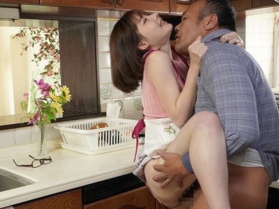 「ぁあ!お義父さぁあん♡」旦那が外で喫煙している5分の間に義父に中出しSEXさせられてる美人妻