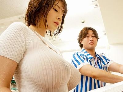 いっつもノーブラ!透け透け乳首のJカップお姉さんが無意識に男を刺激して発情パコ