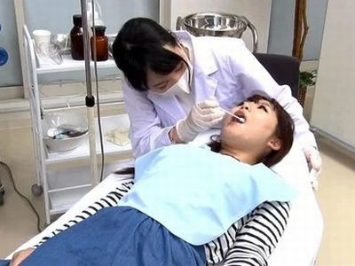 猥褻な歯科助手とグルになった激ヤバ企画!目をつぶった患者に大量口内射精!!