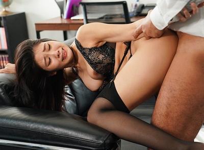 「社長…中にくださぃっ♡」人妻秘書が社長の権力にも金にもチンポにも堕ちた社内SEX