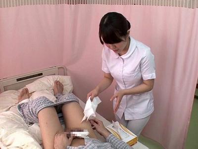 優しくて綺麗な看護婦さんに早漏の相談→その途中で暴発してしまったモテナイくんを優しく介抱SEX