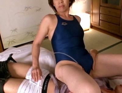 ムッチリ熟女にスク水を着させるフェチ動画!溢れる肉感と性欲が有り余った痴女様たちとの熱い絡み