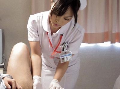 いつも凛とした看護師長が…偶然入院した息子の友達に親近感を持ち…夜な夜な特別診察w