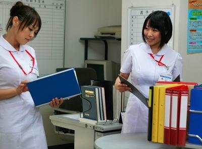 白衣がパツパツ!デカパイ看護師さんたちが患者も医者も誘惑してパコりまくりw