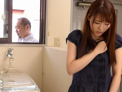 中出しされることを待ち望んでいるエロ妻…ねっとり絶倫隣人と汗だく不倫!