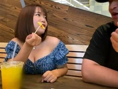 ロリのくせに爆乳お乳!たまらん素人娘をスパンキングしながらバック調教