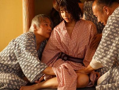 会社での温泉旅行に行った結果→混浴で妻がめちゃくちゃ犯されてました