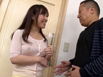 「引っ越しのご挨拶に…」完全ノーブラ透け乳で誘惑してくる隣の奥様に我慢できない!