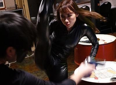 全身ラバースーツの女スパいが大活躍!催淫剤を使われて…身体能力を活かしたSEXにw