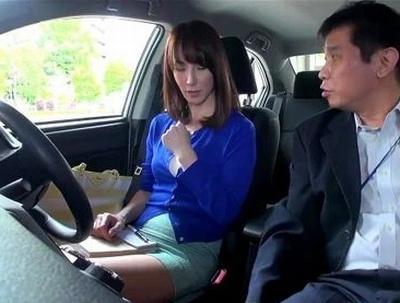 ハンコ押してほしんだよね?仮免の奥様が脅されて…乗車中に乗られるNTR教習所w