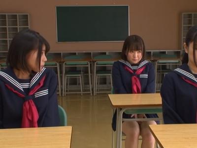 大人しくて可愛い生徒会役員たちは…喉奥で逝かされるイラマ女子に調教されてw