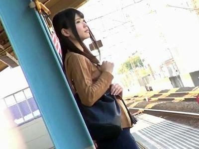 駅で見つけた美人女子大生を電車内まで尾行→そのまま痴漢レイプ!