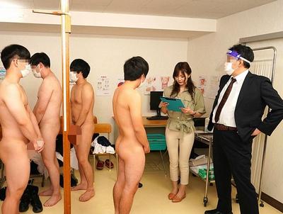 これが男子校の性教育!無数のチンポの前で1人になった新任女教師は…