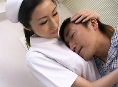 変態患者もデカ乳で何とかしてくれる巨乳ナースの母性愛